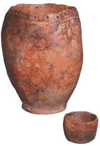 Kochtopf und Napf aus Keramik von der Pfahlbau-Fundstelle Hünenberg-Strandbad (rund 5'000 Jahre alt).  Foto: Amt für Denkmalpflege und Archäologie